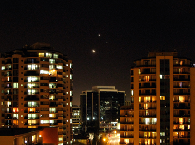 livia-sydneyobservatory-moon-smileyface